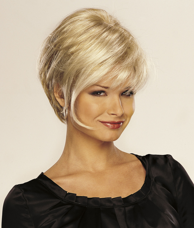 Омолаживающая стрижка на короткие волосы
